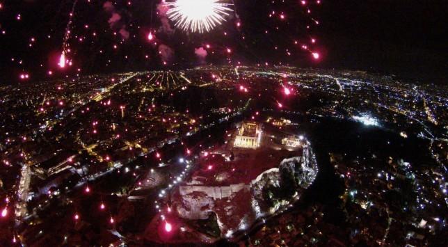 Πρωτοχρονιά 2016: Μαγική Ακρόπολη `λουσμένη` με πυροτεχνήματα! Εκπληκτικές φωτογραφίες