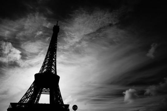 Ξυλοδαρμός πασίγνωστης Ελληνίδας ηθοποιού στο Παρίσι από τρεις άνδρες!