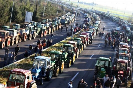 `Ναυάγιο` στη συνάντηση Κατρούγκαλου με τους αγρότες - Χιλιάδες τρακτέρ γεμίζουν τη χώρα - Ποιοί δρόμοι είναι κλειστοί