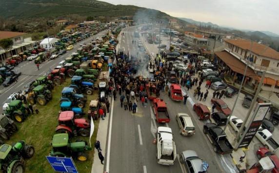 Μπλόκα αγροτών: Σκέφτονται 24ωρο αποκλεισμό στα Τέμπη! Από αύριο `σκληραίνουν` οι κινητοποιήσεις