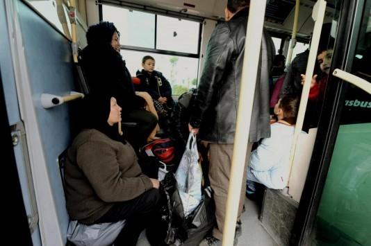 Φεύγουν σταδιακά πρόσφυγες και μετανάστες από Μυτιλήνη και Χίο μετά την αναστολή των κινητοποιήσεων της ΠΝΟ