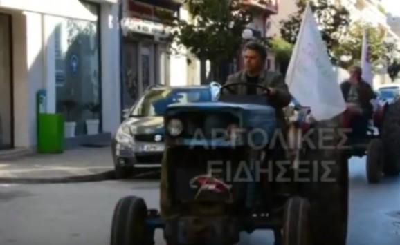Άργος: Αγρότες και κτηνοτρόφοι απέκλεισαν την τράπεζα Πειραιώς - Δείτε το βίντεο!