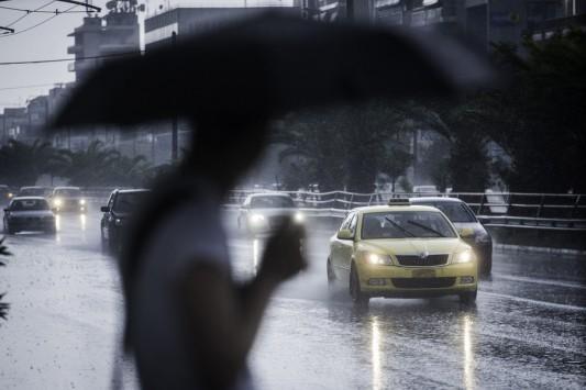 Καιρός: Διάλειμμα στο... καλοκαίρι με βροχές, καταιγίδες και σκόνη