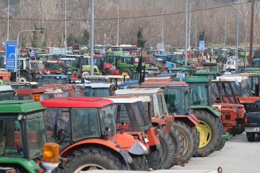 Παρέμβαση εισαγγελέα για τους αποκλεισμούς από τους αγρότες: `Σπάστε` τα μπλόκα των αγροτών