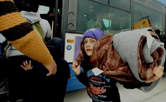 Με 3.150 πρόσφυγες σε αναμονή για Πειραιά και Καβάλα ξημέρωσε η Κυριακή στη Χίο και τη Λέσβο