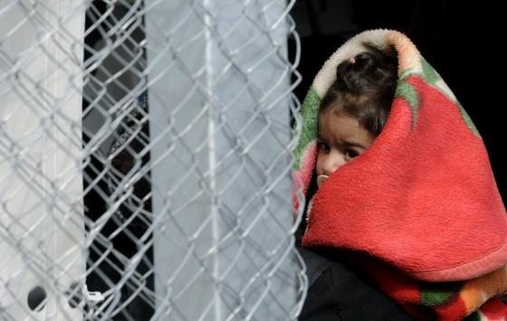 Περιμένουν 3.000 πρόσφυγες και μετανάστες την ημέρα – Οι μισοί θα μείνουν στην Ελλάδα για χρόνια – 150.000 θα εγκλωβιστούν στη χώρα