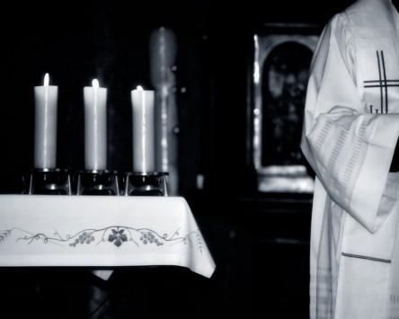 Ιερέας κακοποιούσε σεξουαλικά αγόρια σε καταφύγια – Κρατούσε video και φωτογραφίες!