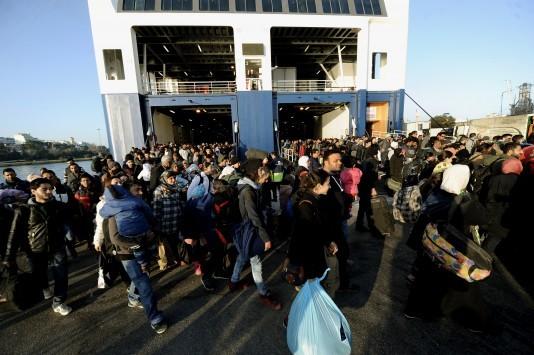 Βόρειο Αιγαίο: Πάνω από 6.000 πρόσφυγες και μετανάστες περιμένουν πλοία για Πειραιά και Καβάλα!
