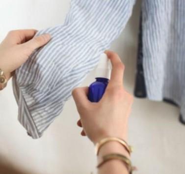 Πώς φεύγουν οι ζάρες στα ρούχα χωρίς σιδέρωμα