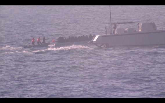 On camera: Η δολοφονική επίθεση Τούρκων λιμενικών σε βάρκα γεμάτη πρόσφυγες στα ανοικτά του Αγαθονησίου!