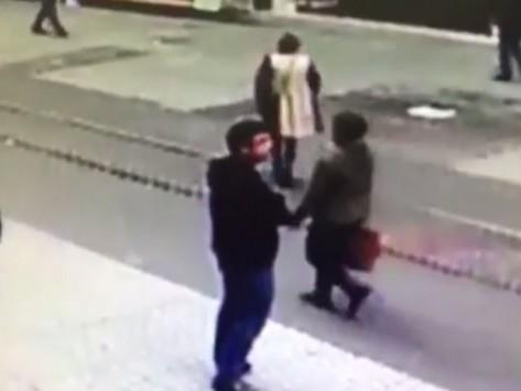 Τουρκία: Με ύφος αδιάφορο αιματοκύλησε την Κωνσταντινούπολη! Video σοκ από τη στιγμή που ο καμικάζι αυτοκτονίας ανατινάζεται και σκορπά το θάνατο