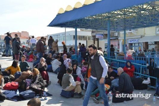 """Προσφυγικό: Το απόλυτο χάος! Στον """"αέρα"""" η συμφωνία με την Τουρκία! Οι πρόσφυγες δεν αφήνουν τον Πειραιά – Χαμός και στο λιμάνι της Χίου"""