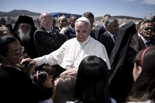 Πάπας Φραγκίσκος: Από τη Λέσβο εξαφάνισε τους φράχτες της άκαρδης Ευρώπης - Ο άνθρωπος που έκανε την Ευρώπη να ντραπεί