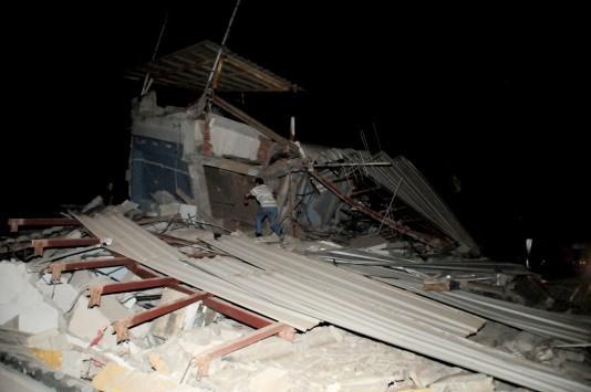 Σεισμός στον Ισημερινό: Σε κατάσταση έκτακτης ανάγκης η χώρα! 77 νεκροί και σχεδόν 600 τραυματίες! Σοκαριστικές εικόνες από το `χτύπημα` του εγκέλαδου