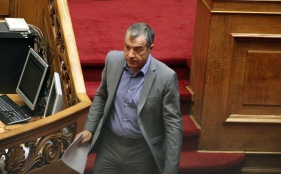 Καταγγελίες Θεοδωράκη για ατασθαλίες στα hot spots σε Χίο και Λιτόχωρο - Καυγάς με τον Βίτσα
