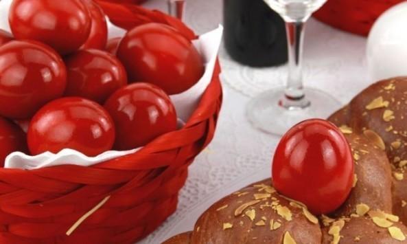 Προσοχή με τα αυγά που θα βάψετε: Πόσο μπορούν να μείνουν εκτός ψυγείου