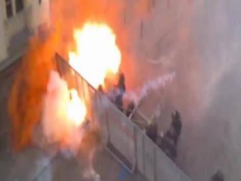 Σοβαρά επεισόδια τώρα στο Παρίσι! Άγριες συμπλοκές διαδηλωτών - αστυνομίας! (ΒΙΝΤΕΟ & ΦΩΤΟ)