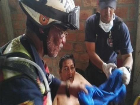 Ισημερινός: `Θαύμα` στα συντρίμμια! Βρήκαν ζωντανό 72χρονο με νεφρική ανεπάρκεια 13 ημέρες μετά τον φονικό σεισμό! Συγκλονιστικές στιγμές στη διάσωση!