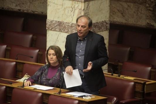 Γκρίνιες από τους βουλευτές του ΣΥΡΙΖΑ για τον μονόλογο του Αλέξη Τσίπρα