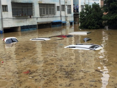 Σφοδρές βροχοπτώσεις στην Κίνα! Πάνω από 250 χωρικοί και τουρίστες εγκλωβισμένοι