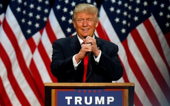 Θα δούμε και... Πυρήνα Κορινθίας; `Μπάσιμο` Τραμπ στο καζίνο Λουτρακίου!