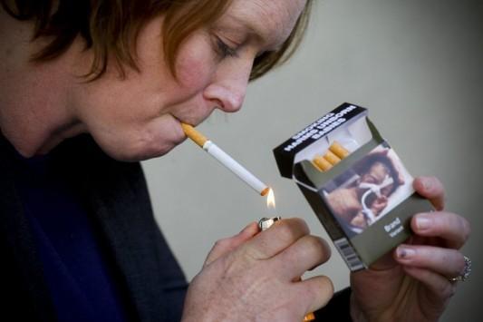 Με σοκαριστικές φωτογραφίες από σήμερα τα πακέτα τσιγάρων