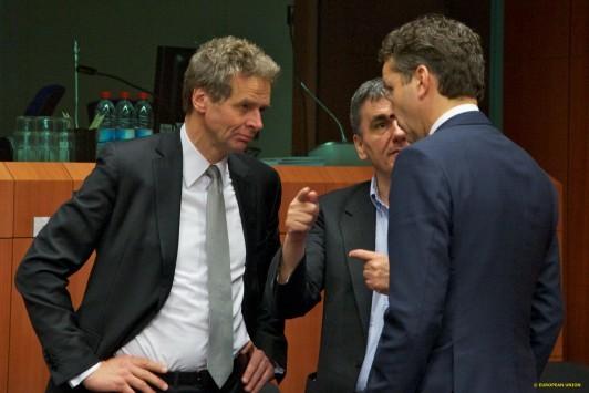 Επτά σενάρια για το χρέος – Θα πληρωθεί το ΔΝΤ με χρήματα από τον ESM