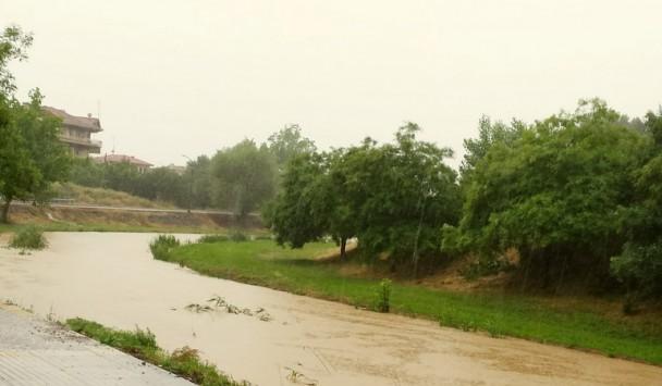 Φούσκωσε μήνα Μάιο ο Ληθαίος ποταμός - Προβλήματα στην πόλη των Τρικάλων - ΦΩΤΟ