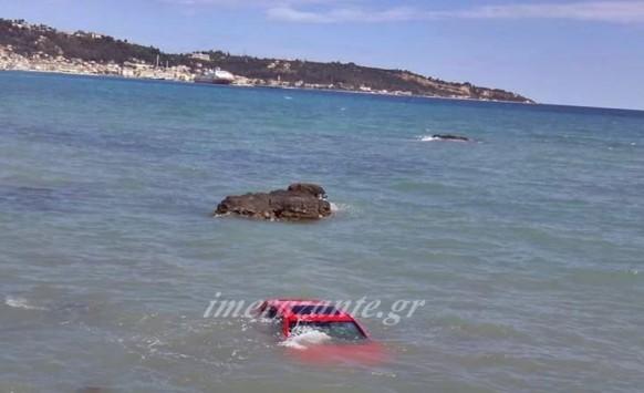 Ζάκυνθος: Περπατούσαν στην παραλία και είδαν αυτή την εικόνα στη θάλασσα - Δείτε την επίμαχη φωτογραφία!