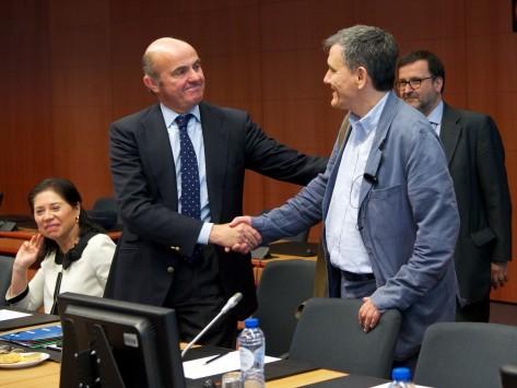 Συμφωνία με αστερίσκους στο Eurogroup – Η δόση σε... δόσεις και η λύση στο χρέος πάει για αργότερα