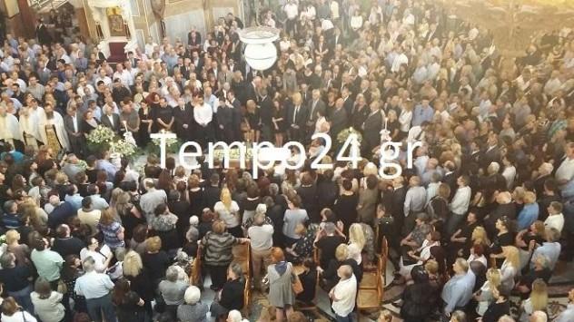 Το τελευταίο αντίο στην 16χρονη Νίκη - Ασφυκτικά γεμάτος ο ναός του Αγίου Ανδρέα - ΦΩΤΟ & ΒΙΝΤΕΟ