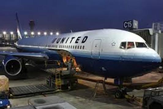 Σοβαρό περιστατικό με αεροπλάνο της United Airlines - Δύο φορές αναγκάστηκε να επιστρέψει στην Αθήνα - Οργή και ένταση από τους επιβάτες