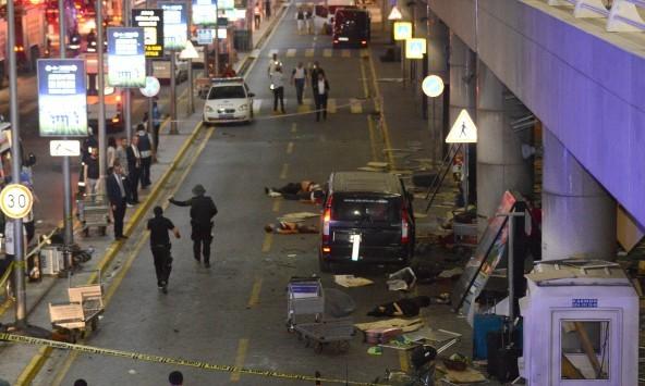 Με ταξί έφτασαν στο Ατατούρκ οι μακελάρηδες της Κωνσταντινούπολης - Τρόμος, θάνατος και πανικός στην Τουρκία – `Βλέπουν` Ισλαμικό Κράτος