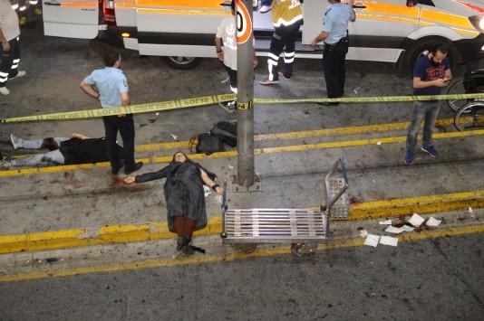 Μακελειό στην Κωνσταντινούπολη - Διπλή επίθεση αυτοκτονίας στο αεροδρόμιο Ατατούρκ με 28 νεκρούς - Πτώματα κι έξω από το αεροδρόμιο