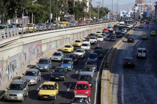 Τέλη κυκλοφορίας: Το... τσιπάκι στο παρμπρίζ θα `δίνει` τους παραβάτες – Οι τρεις αλλαγές που περιμένουν τους οδηγούς