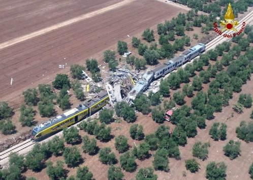 Σιδηροδρομική τραγωδία στην Ιταλία - Μετωπική σύγκρουση δυο τρένων έξω από το Μπάρι - Δεκάδες νεκροί και τραυματίες