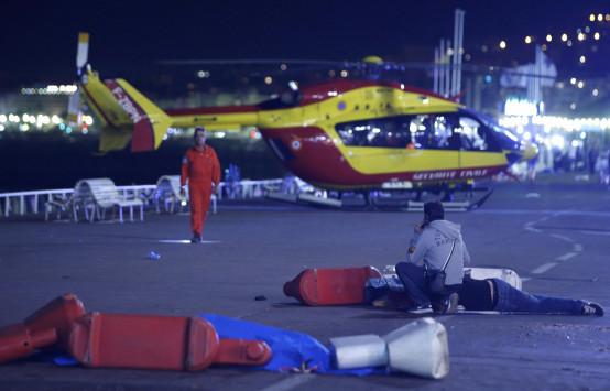 Γαλλία: Τρόμος και αίμα στη Νίκαια! Φορτηγό έπεσε πάνω σε πλήθος κόσμου! Πληροφορίες για δεκάδες νεκρούς!