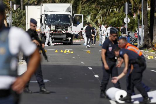 Συγκλονιστικές μαρτυρίες από το αιματοκύλισμα στη Νίκαια - `Ποδοπατούνταν να γλιτώσουν`