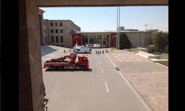 Εκκενώθηκε το κοινοβούλιο της Τουρκίας! Απειλή για επίθεση
