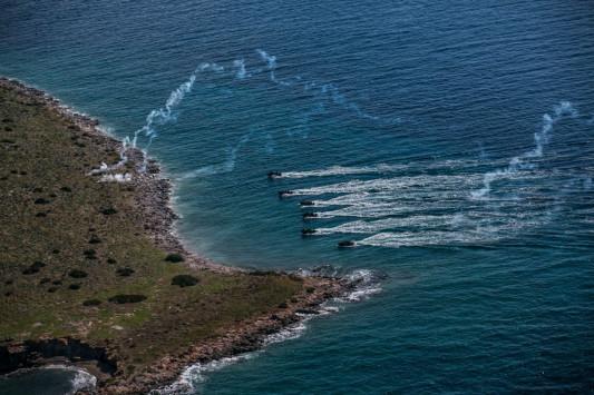Συναγερμός σε Ρόδο και Σύμη - Τουρκικά φουσκωτά κινούνται προς την Ελλάδα - Ψάχνουν στα σύνορα 40 Τούρκους κομάντος