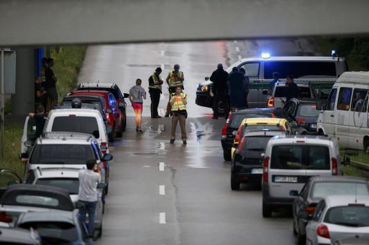 LIVE - Επίθεση στο Μόναχο: Τουλάχιστον 6 νεκροί από το αιματοκύλισμα στο εμπορικό κέντρο - Ο δράστης φώναζε `είμαι Γερμανός` και έβριζε τους ξένους
