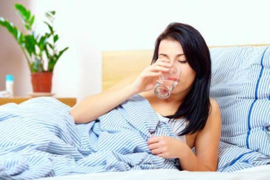 Γιατί πρέπει να πίνετε νερό αμέσως μόλις σηκώνεστε το πρωί