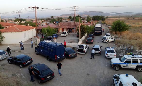 Σε κατάσταση αμόκ ο 45χρονος άντρας στο Κορωπί - Πυροβόλησε και τραυμάτισε τον πατέρα της φόνισσας - Έχει εξαφανιστεί από την περιοχή