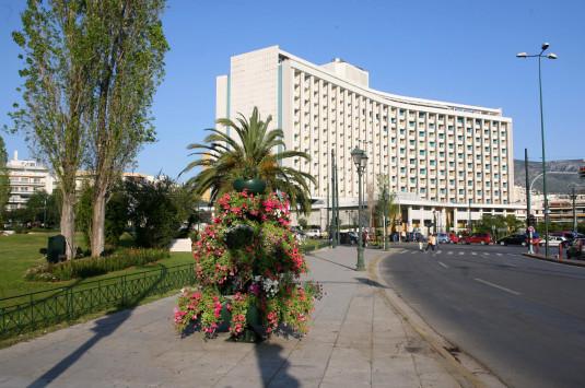 Αλλάζει χέρια το Hilton – Ο ιδιοκτήτης του Costa Navarino και ο τρίτος πλουσιότερος Τούρκος πίσω από την κοινοπραξία που παίρνει τον έλεγχο