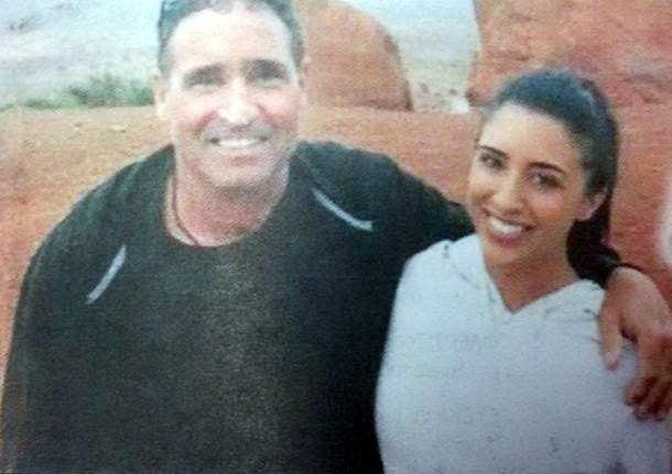 Η Καρίνα Βετράνο αγκαλιά με τον πατέρα της ΦΩΤΟ ESPRESSO