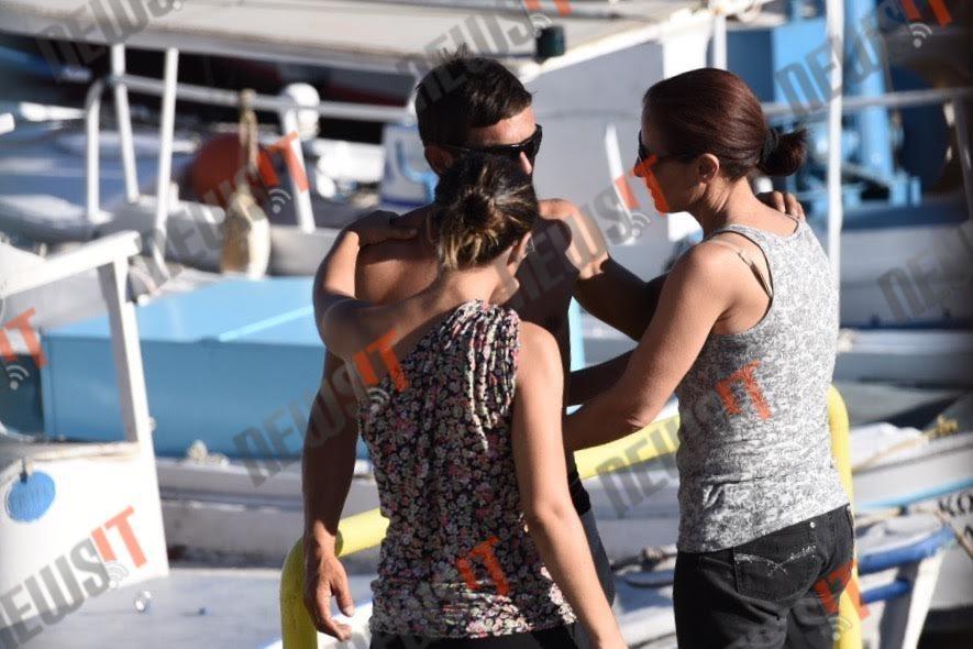Ο γιος του νεκρού χειριστή του τουριστικού σκάφους - ΦΩΤΟ newsIT.gr