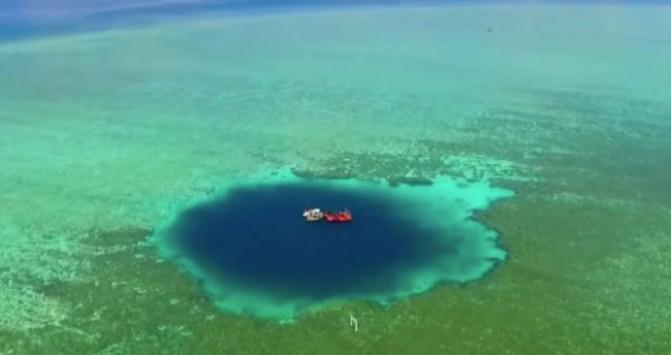 Εικόνα που τρομάζει - ΑΥΤΗ είναι η πιο βαθιά θαλάσσια τρύπα στον κόσμο [vid]