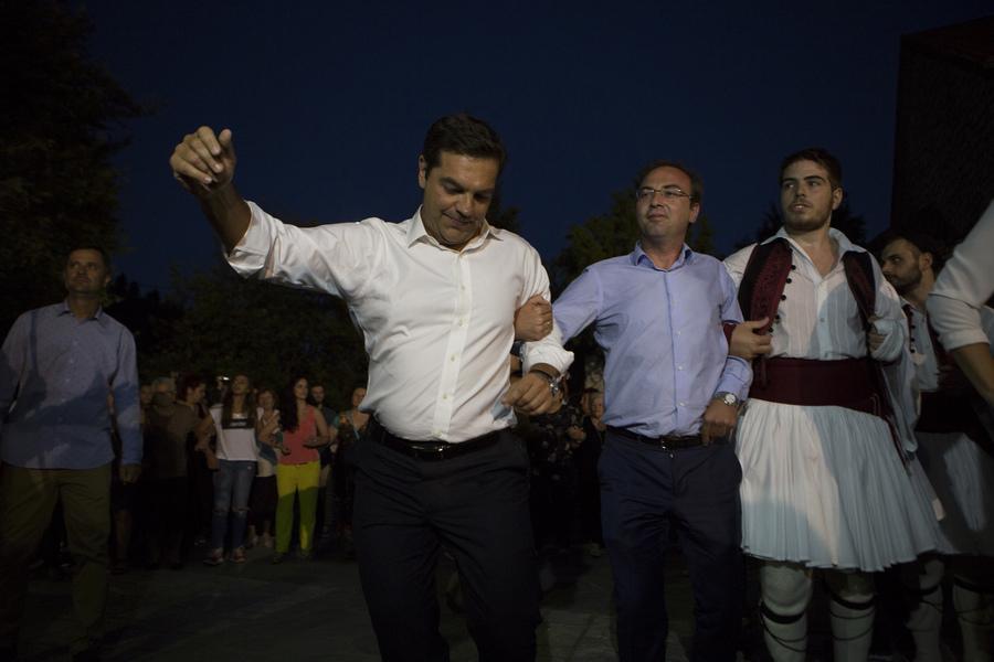 Αποτέλεσμα εικόνας για τσιπρας χορευει