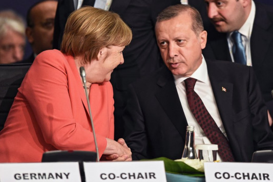 Η Μέρκελ αποθεώνει Ερντογάν!