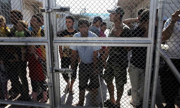 """Ελληνική και αλβανική μαφία """"αλωνίζουν"""" στα κέντρα προσφύγων – Καταγγελίες για διακίνηση ναρκωτικών και σωματεμπορία"""